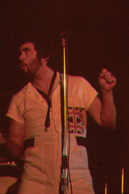 gentle_giant_derek_shulman_1976