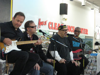 The Smithereens at Manifest Disc, 2009 Charlotte Pop Fest. Photo (c) Bill Kopp.